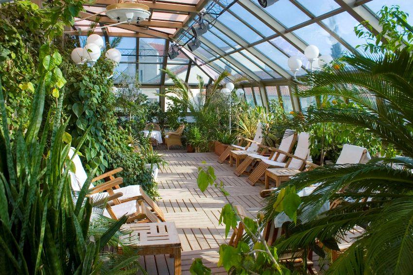 Ключевым моментом в создании зимнего сада является остекление - стекло непременно должно быть с теплоизоляцией