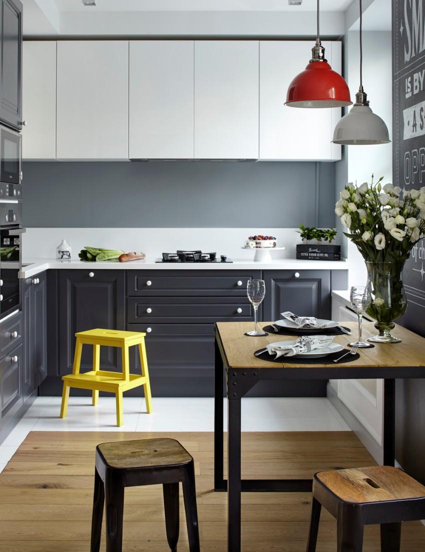 Маленькую кухню в двухкомнатной квартире лучше оформлять в нейтральных тонах, при этом можно использовать яркие акценты