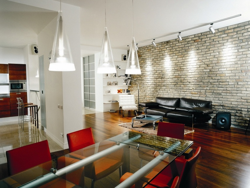 Важная составляющая интерьера в стиле Техно – осветительные приборы, напоминающие профессиональную аппаратуру