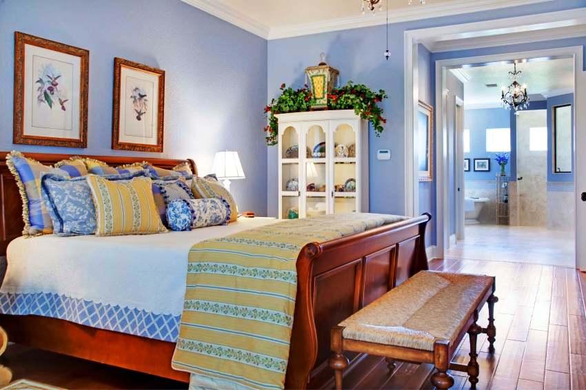 Дизайн интерьера в стиле прованс пронизан свежестью соленого бриза, пикантностью прованских трав и пьянящим ароматом лаванды