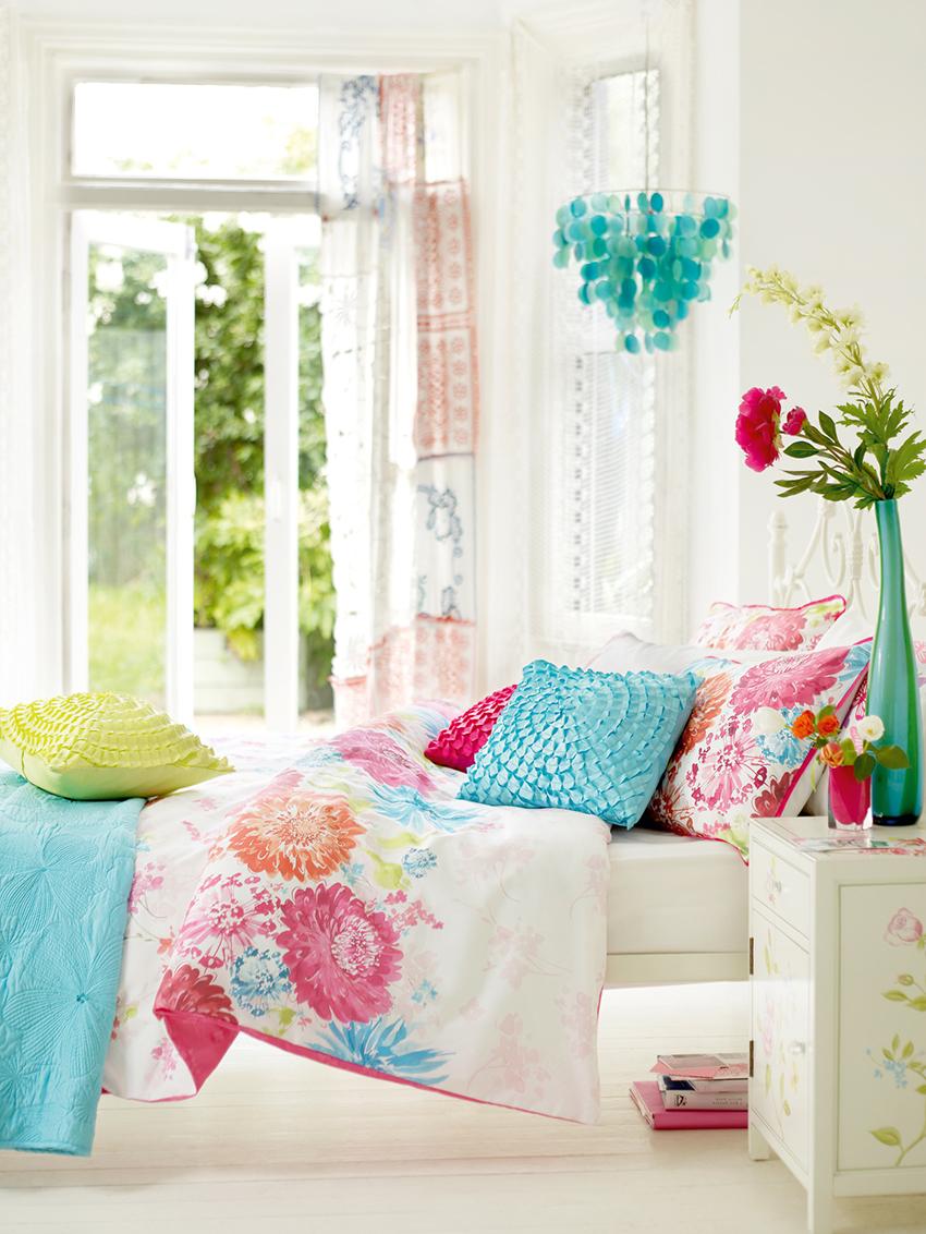 Кровать – самый главный элемент мебели в спальне, поэтому ее необходимо выбирать в первую очередь
