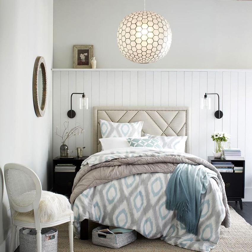 Спальни в английском стиле необходимо декорировать вещами из текстиля