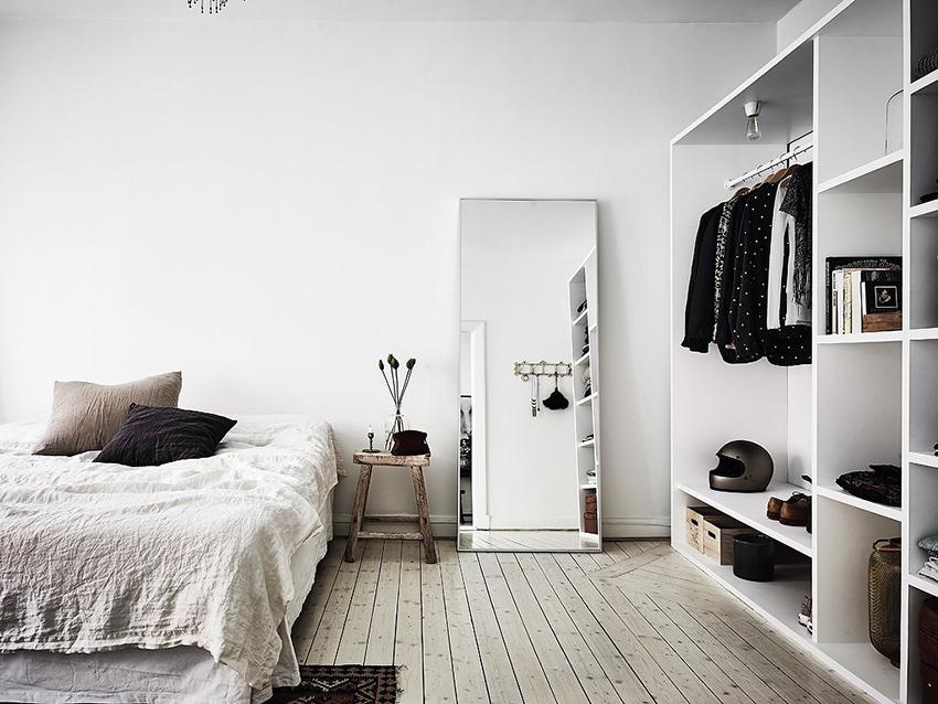 Шкафы для вещей уже не актуальны, сейчас все более популярными становятся открытые гардеробные