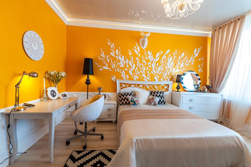 Рабочее место в спальне – удобный и практичный вариант для малогабаритных квартир
