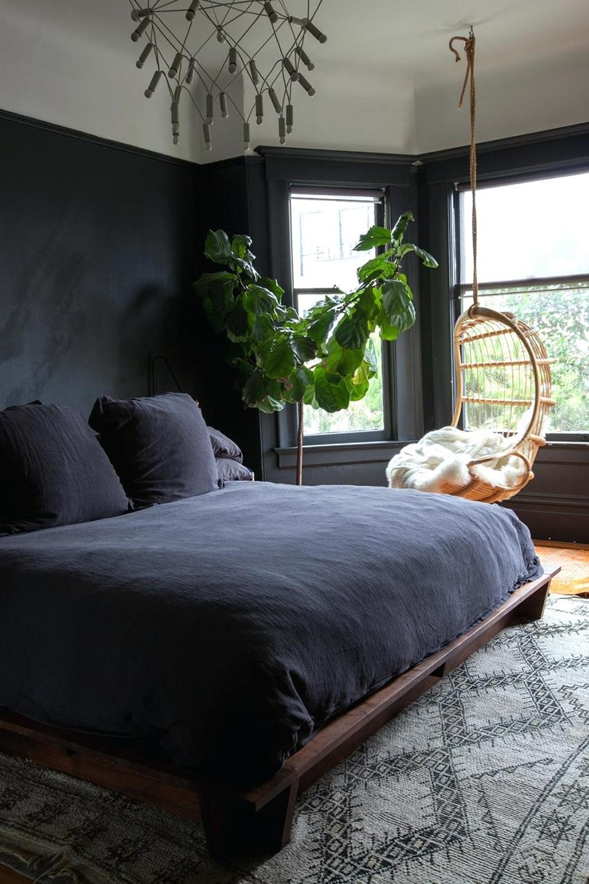 Для окрашивания спальни лучше всего подойдет матовая отделка