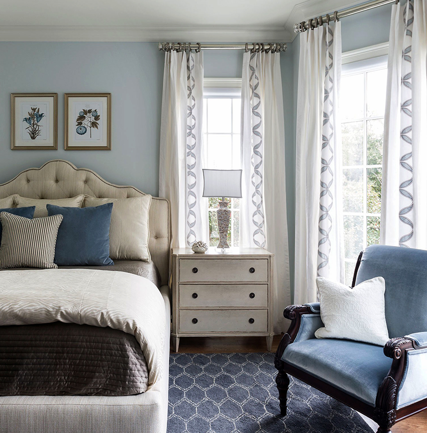 The chest of drawers is an indispensable element in the interior of any bedroom