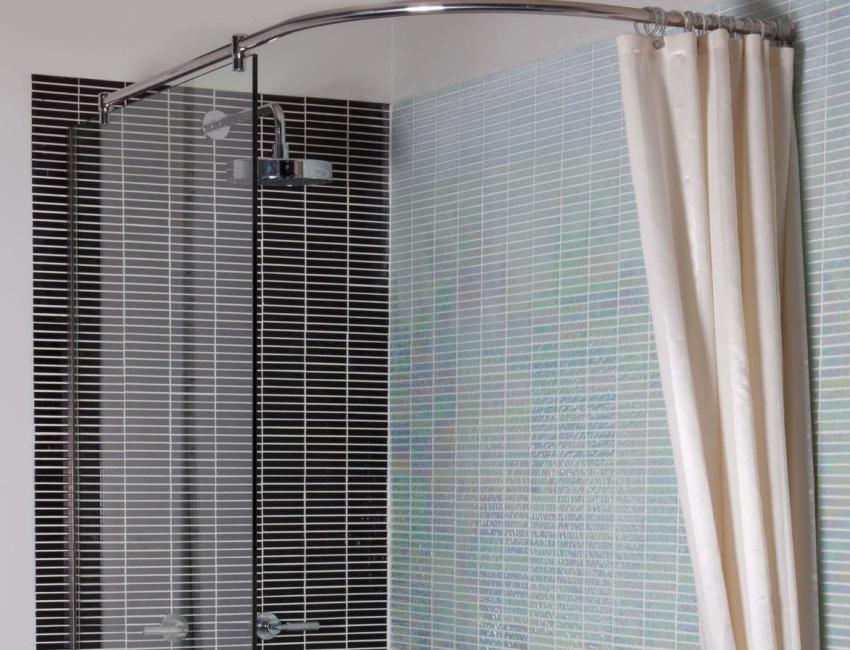Душевые ограждения изготавливаются из специальных стекол с повышенной устойчивостью к ударам