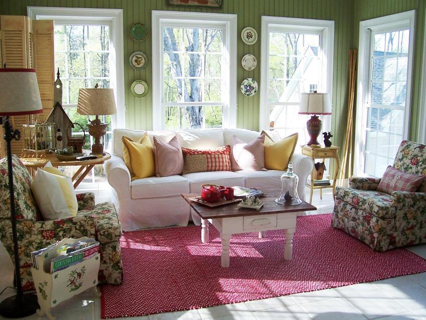 Обивка мебели, шторы, салфетки и скатерти изготавливаются из натуральных тканей с цветочными рисунками