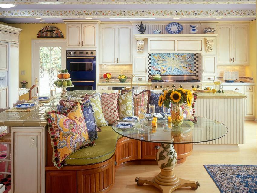 Оформление кухни-гостиной в стиле прованс отличается не только красотой и уютом, но и многофункциональностью