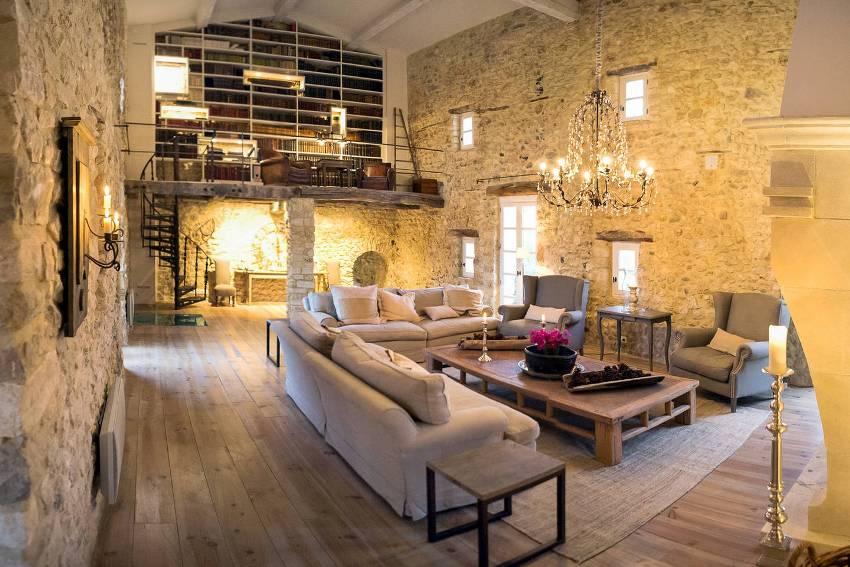 Стиль прованс в отделке стен предполагает исключительно натуральные материалы