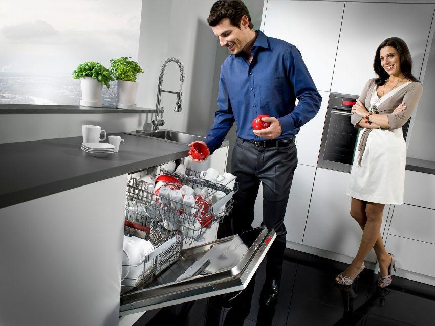Несомненным плюсом посудомойки является то, что она может работать сама, не нуждаясь в человеческом присутствии.