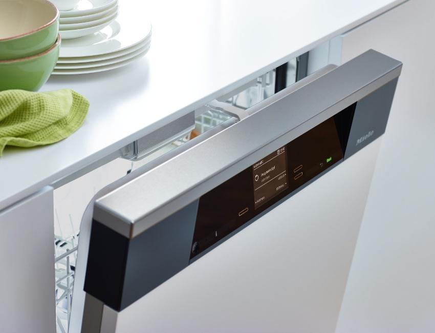 Посудомоечная машина с сенсорной панелью управления, выглядит более презентабельно и современно