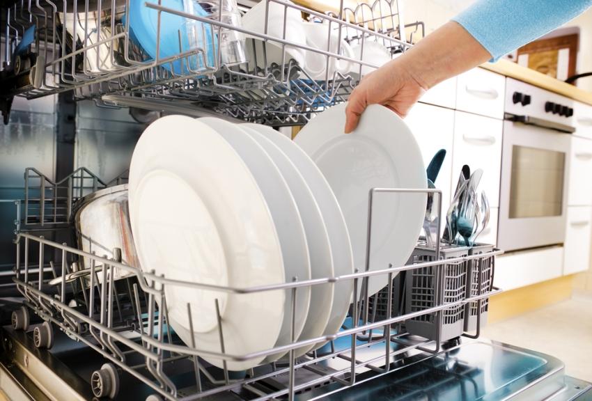 Среди функционала современных посудомоечных машин можно встретить и другие полезные функции, которые пригодятся в хозяйстве