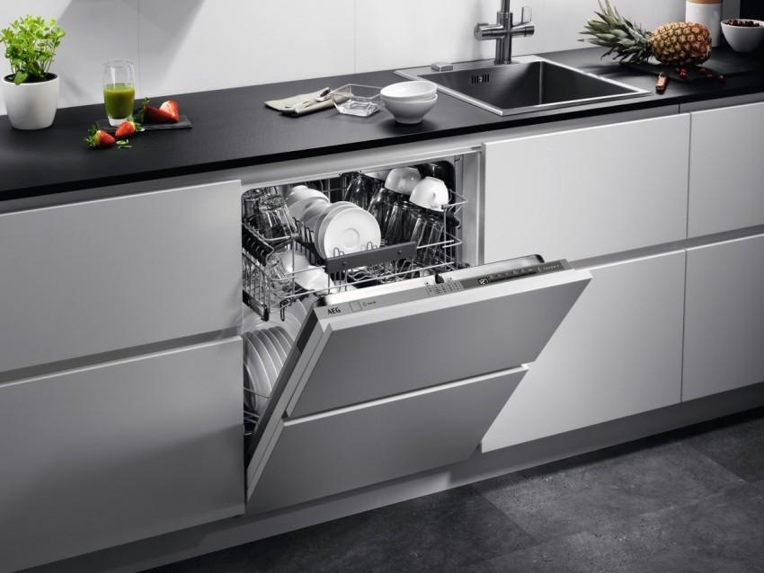 Кроме основных режимов, у многих посудомоечных машин могут быть и другие вспомогательные функции: отложенный старт, половинная загрузка, датчик загрязнения