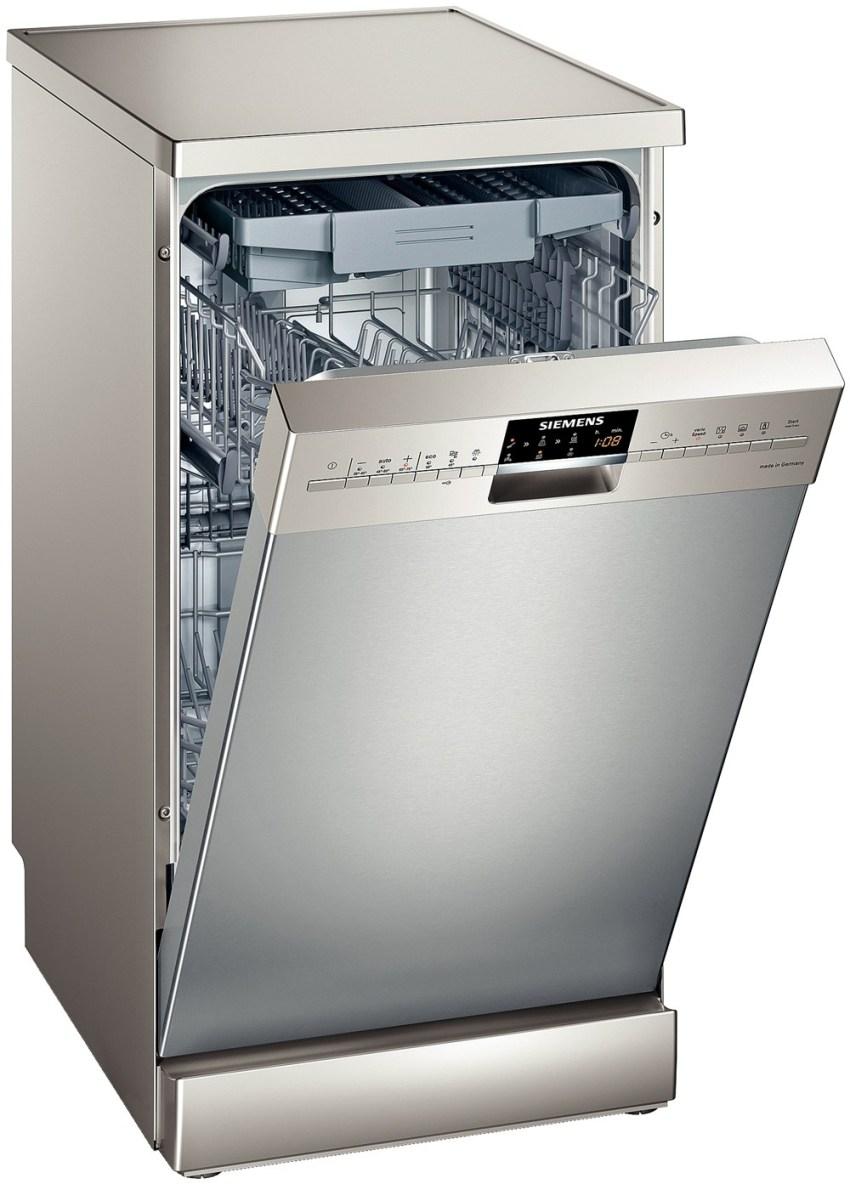 Частично встраемая посудомоечная машина отличается тем, что панель управления находится на дверце в вертикальной плоскости, обращена к пользователю