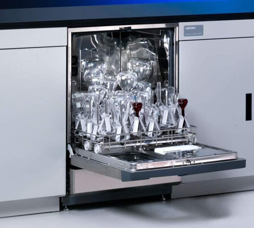 Посудомоечная машина устроена несложно, поэтому многие ее неисправности можно диагностировать и устранить самостоятельно