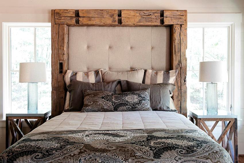 Как правило основой для мягкого изголовья кровати является синтепон или поролон