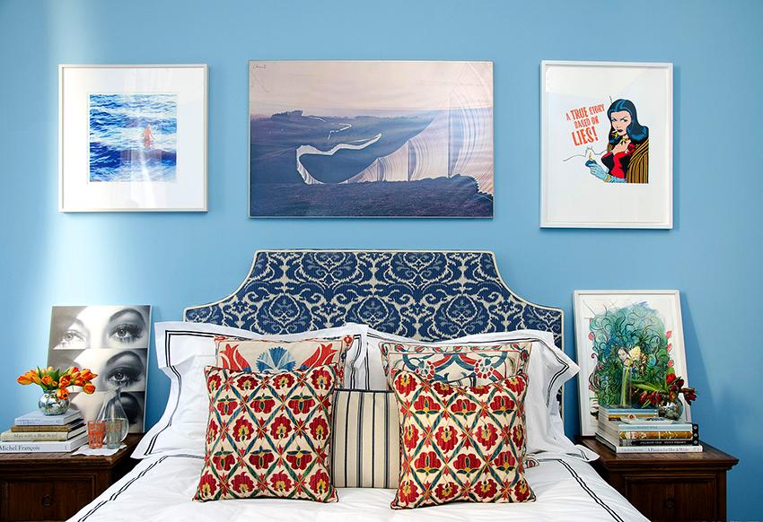 Изголовье кровати может быть выполнено не только в классических цветах, но также в ярких и нестандартных