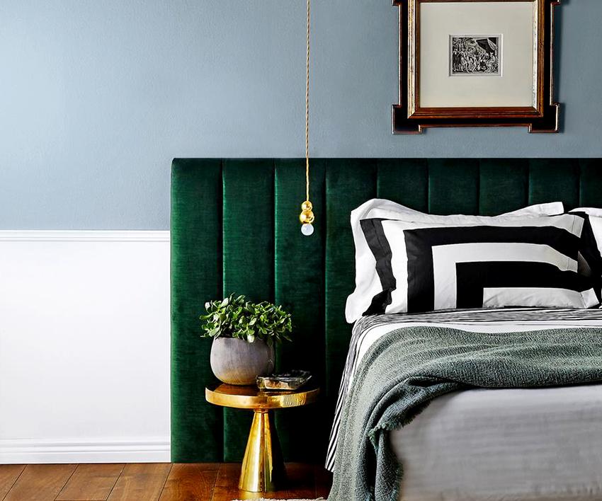 На кровати с мягким изголовьем очень удобно читать или работать, опираясь на него спиной