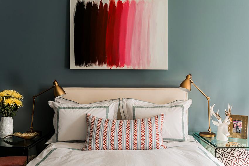 Мягкое изголовье кровати должно гармонично вписываться в общий интерьер комнаты
