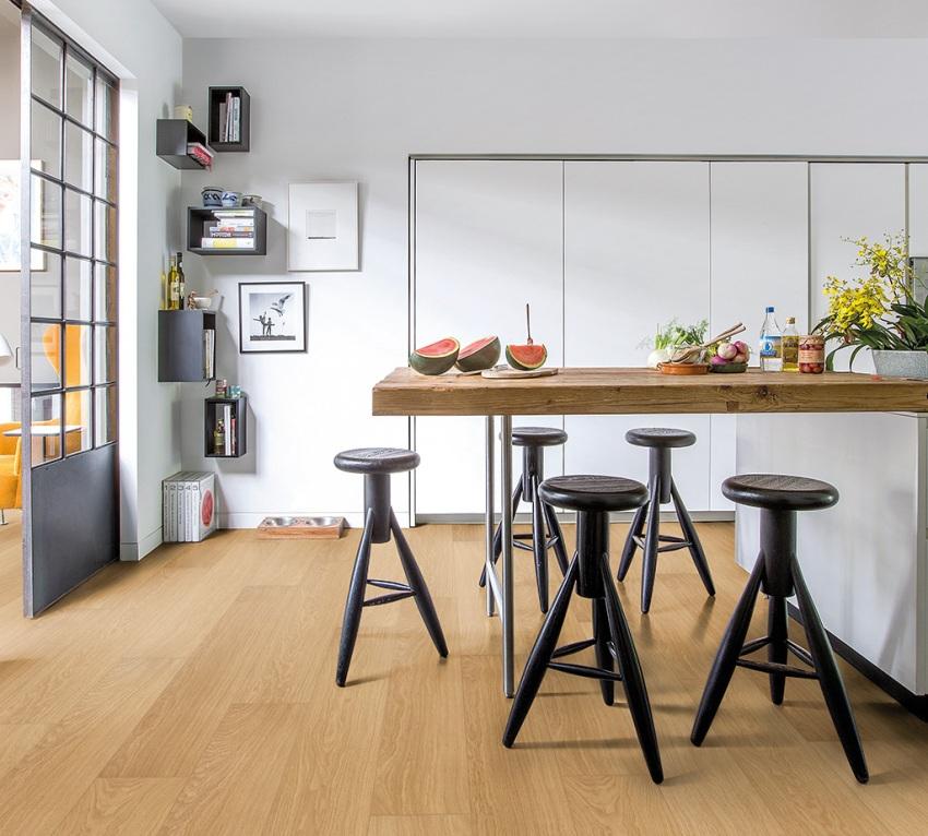 Популярный водостойкий ламинат под плитку способен заменить на кухне пол из камня
