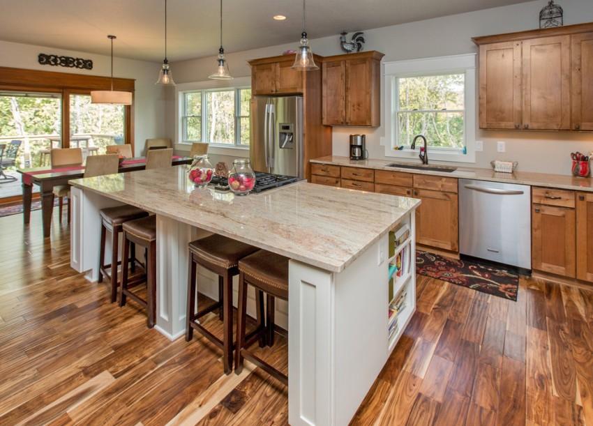Если положить водостойкий ламинат на кухне, то можно не переживать относительно попадания влаги и механических повреждений