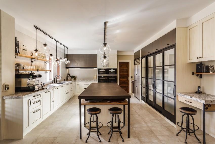 На пол кухни можно положить матовый линолеум имитирующий плитку
