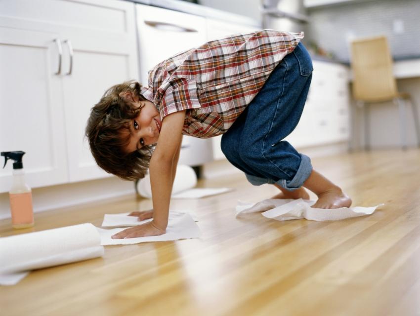 Линолеум неприхотлив в уходе, кухня с ним легко моется даже от сложных загрязнений