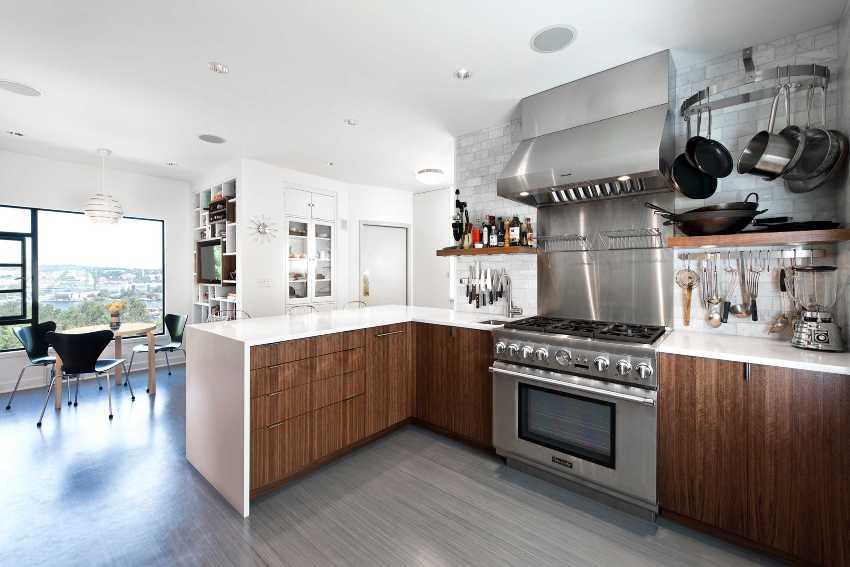 Для кухни лучше всего покупать линолеум коммерческого или полукоммерческого уровня, поскольку он обладает высокой степенью износостойкости