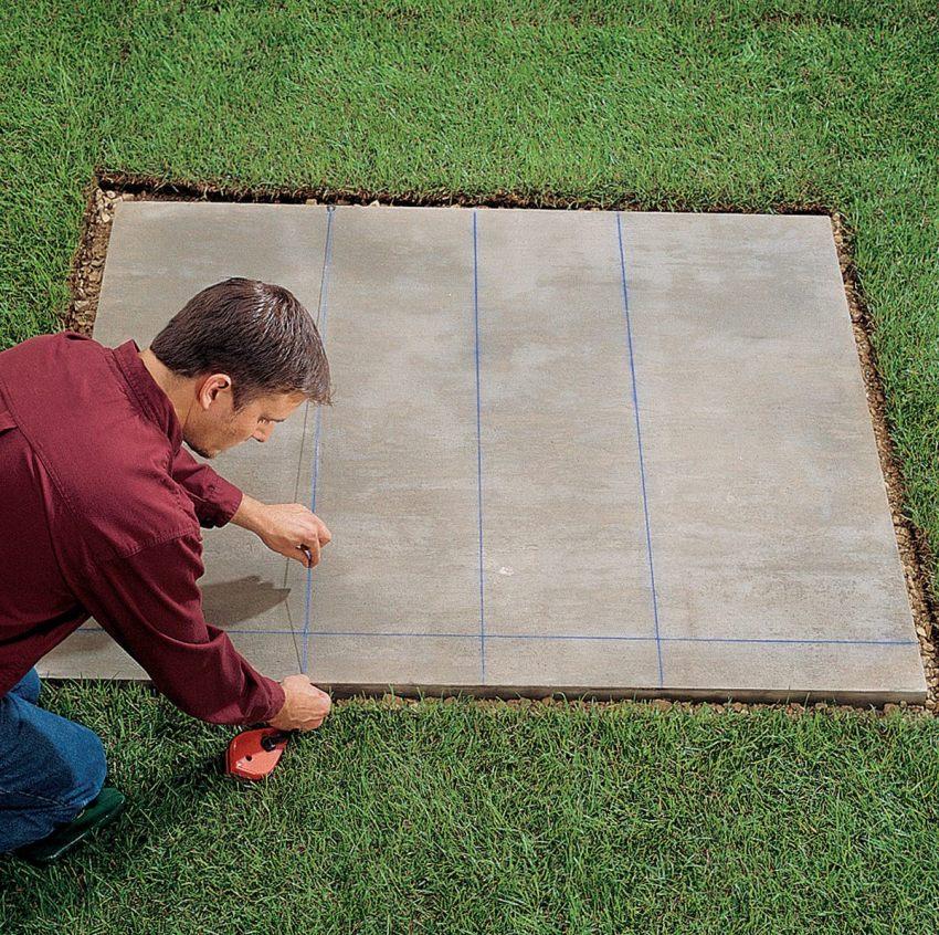 Кирпичный мангал – конструкция достаточно тяжелая, поэтому на слабом грунте нуждается в прочном фундаментном основании