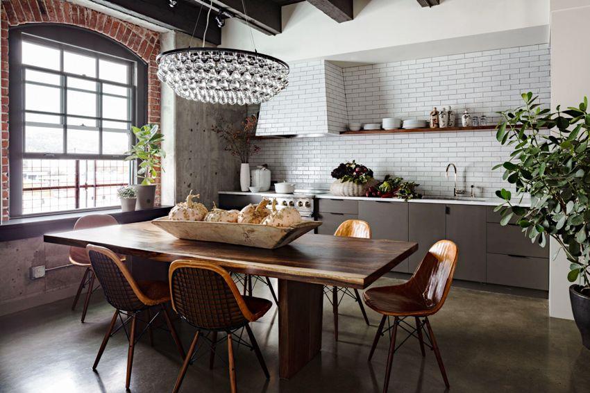 Правильно отделанные стены на кухне должны хорошо мыться и не портиться под воздействием воды