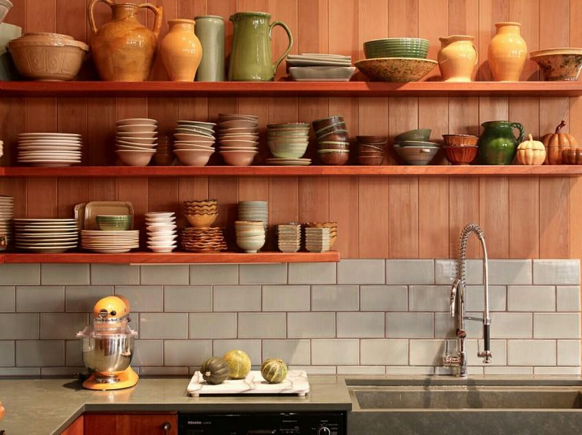 Пластиковые панели для отделки имеют специфичный внешний вид, но они красиво и стильно смотрится на кухне
