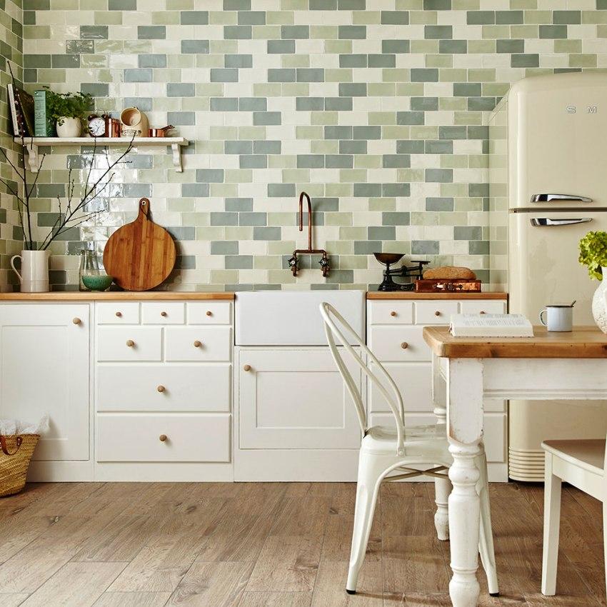 Важным свойством ламината является то, что он позволяет сделать на кухне теплые полы