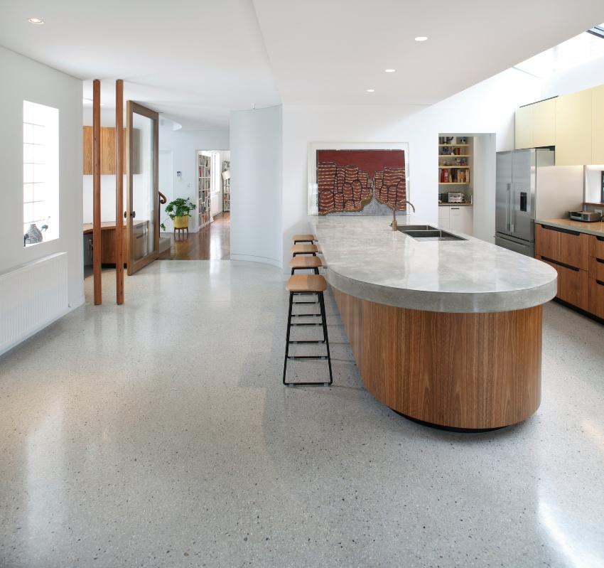 Натуральный и искусственный линолеум – универсальный материал, в том числе отлично подходящий для кухни