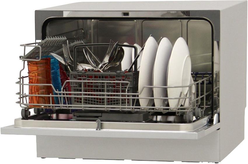 Маленькая посудомоечная машина должна быть не только узкой, но и сравнительно невысокой