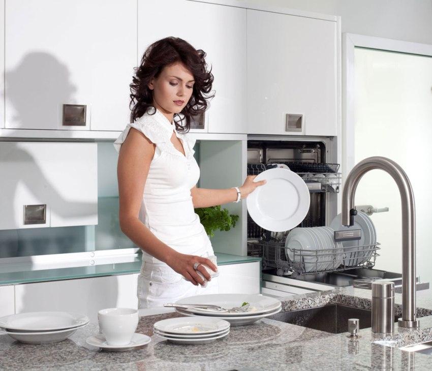 Малогабаритные модели посудомоечных машинок незначительно превышают размеры обычной микроволновой печи, к тому же они мобильны