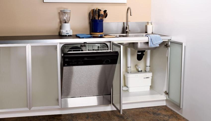 Встраиваемая посудомоечная машина высотой 60 см считается габаритной моделью и позволяет покрыть нужды семьи, состоящей из 4 человек