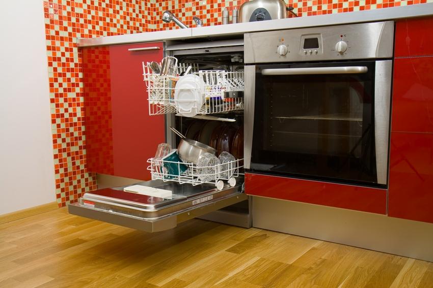 Узкая встраиваемая посудомоечная машина cбережет драгоценное время и поместится даже на небольшой кухне