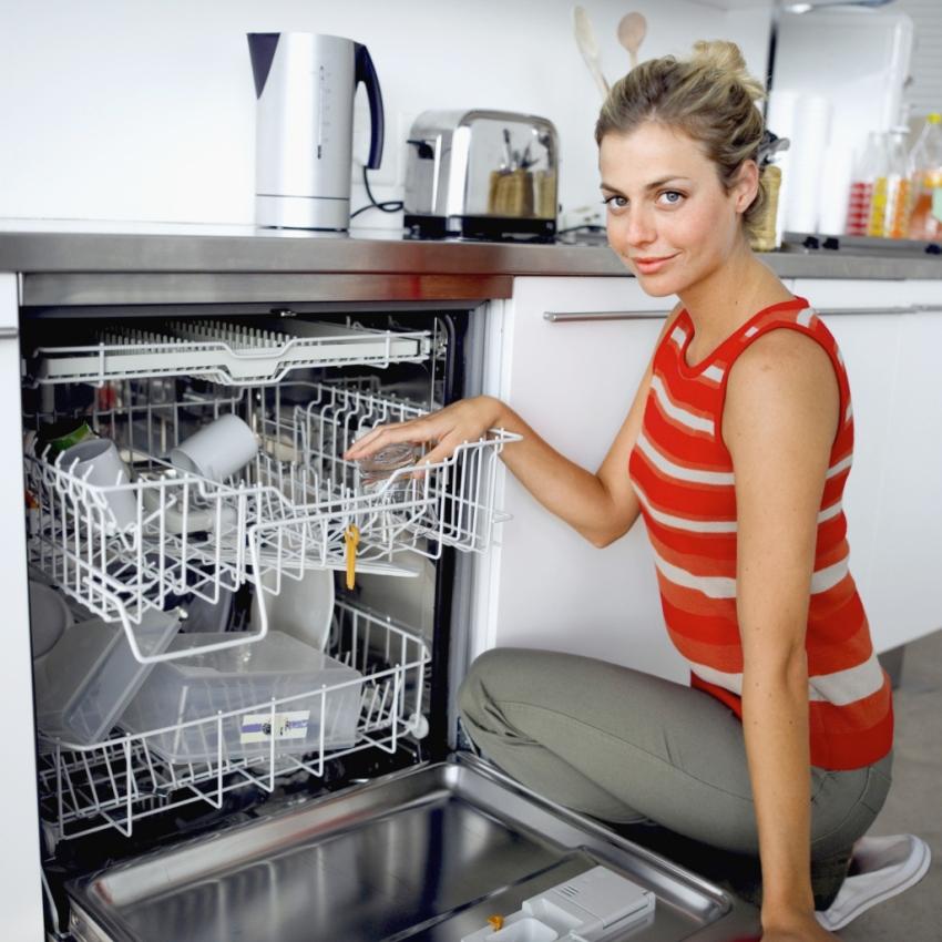 Вместительность посудомойки выбирают исходя из размера семьи и количества ежедневных трапез