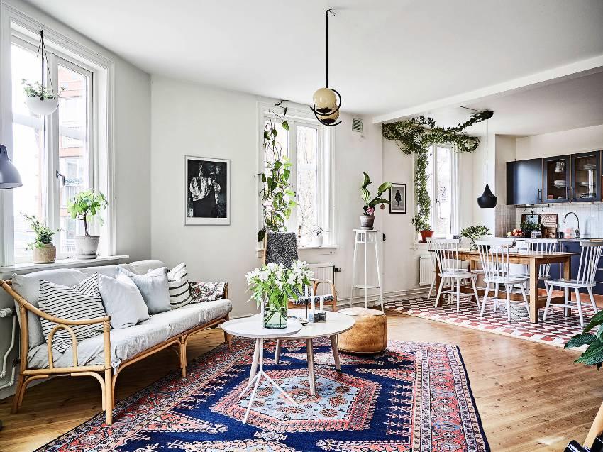Современный интерьер квартиры-студии имеет целый ряд неоспоримых преимуществ