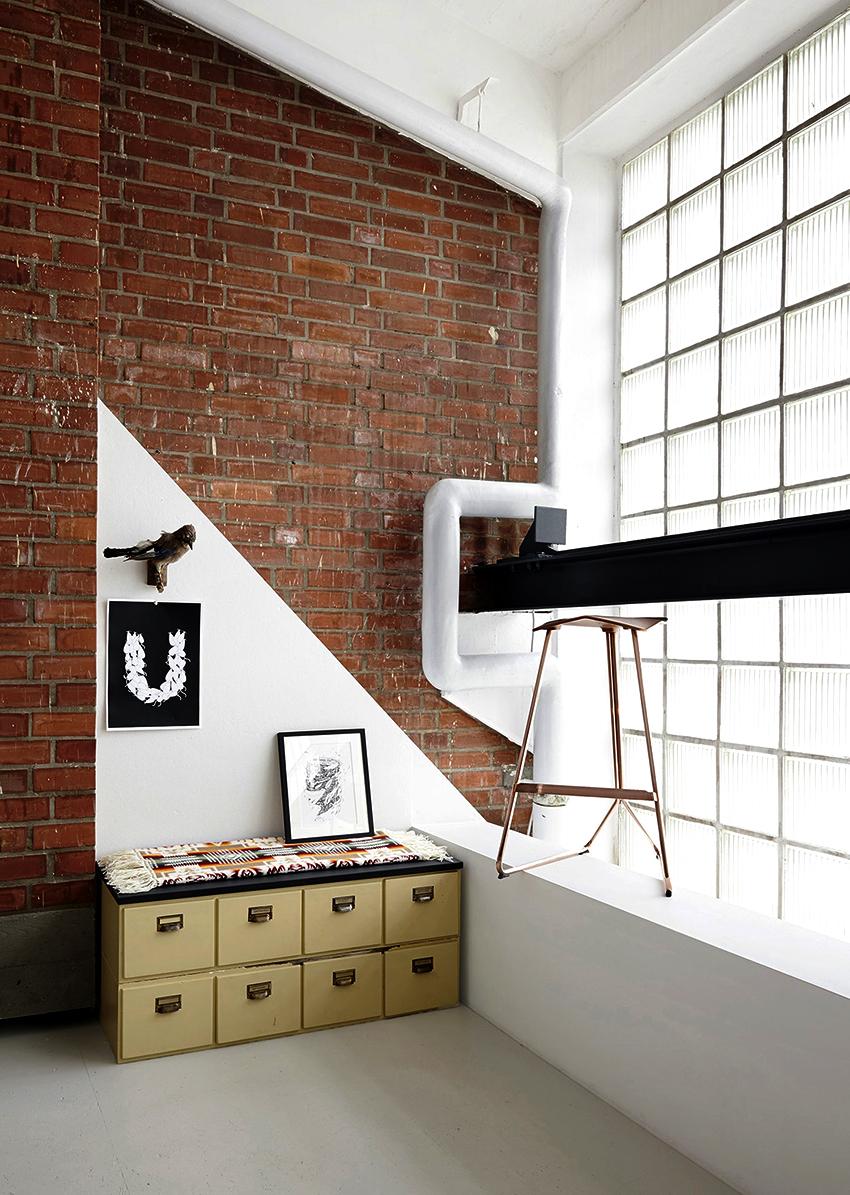 Стеклянные блоки внутри полые, стенки имеют толщину до 10 мм