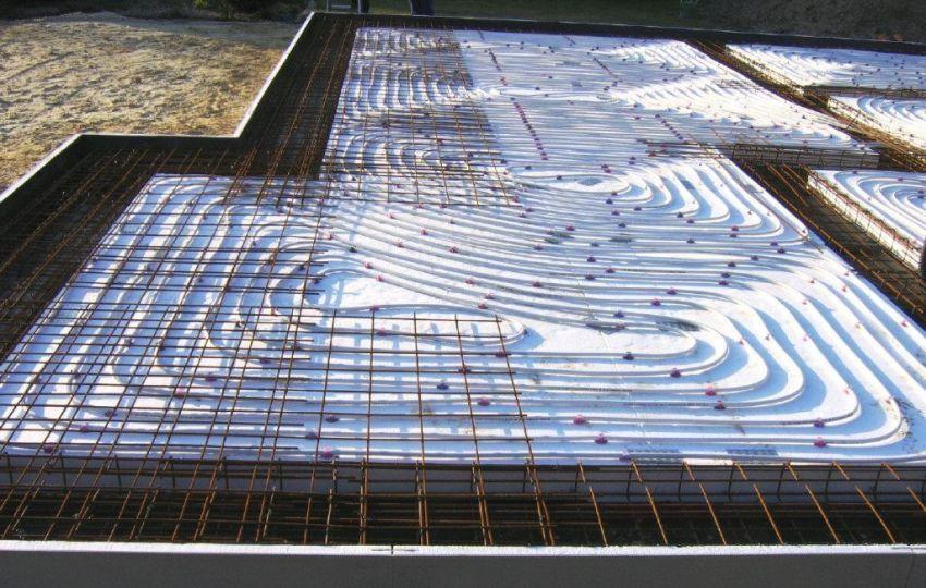 В шведскую плиту вмонтировано отопление (система теплого водяного пола) и другие инженерные коммуникации