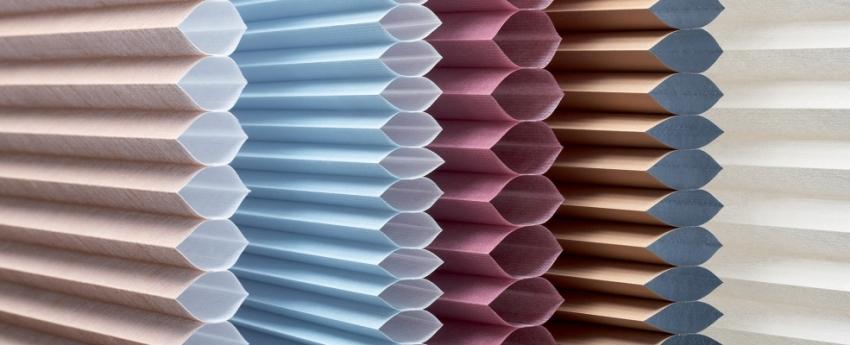 Двухслойные бумажные шторы с воздушной прослойкой - вариант более сложный в исполнении, но выглдит он намного эффектней