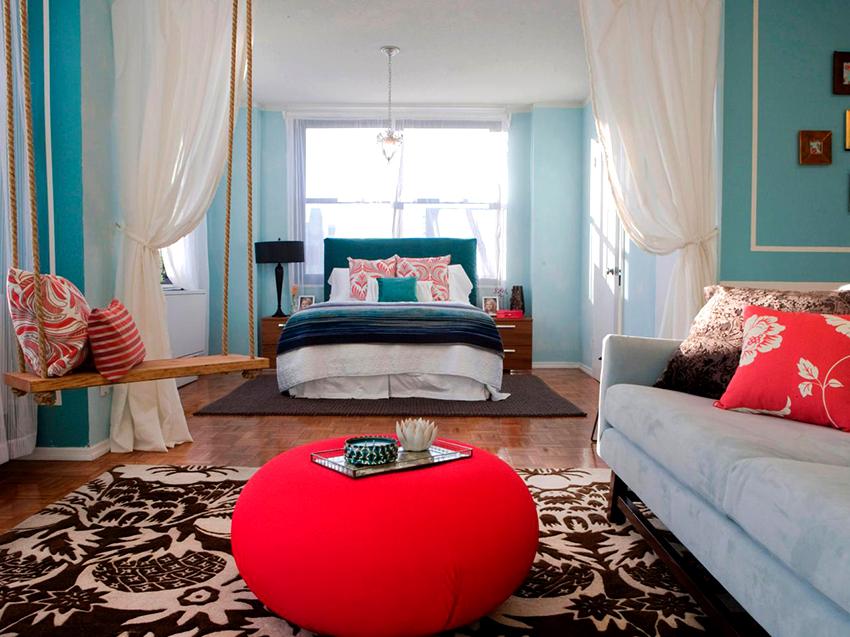 Самый простой и быстрый способ разделить пространство – это использовать шторы
