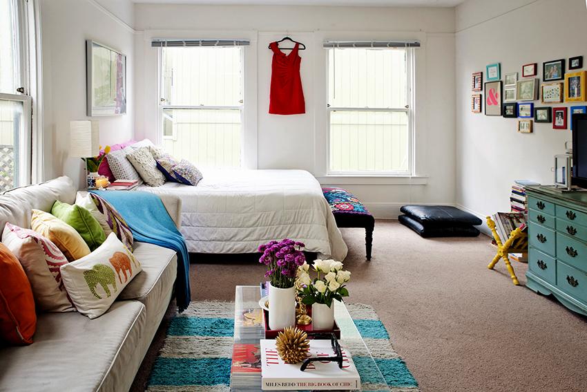 Чтобы помещение не было слишком загроможденным необходимо размещать только самые необходимые элементы мебели