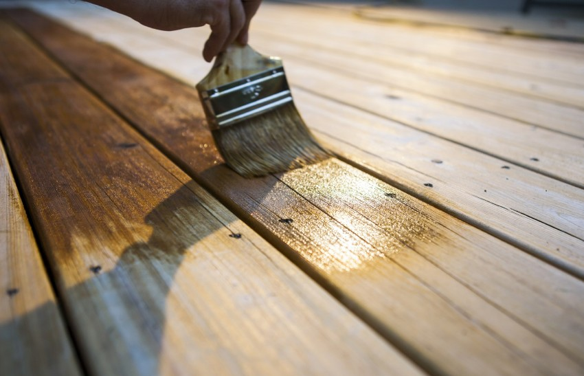 Для обработки древесины можно использовать лечебные и профилактические составы