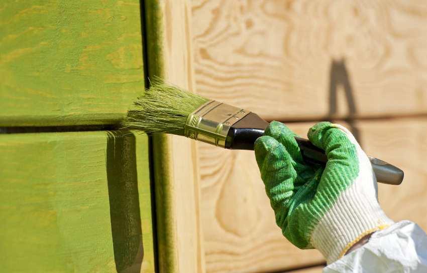 Лазурные антисептики одновременно оказывают лечебное воздействие на древесину и окрашивают ее в необходимый оттенок