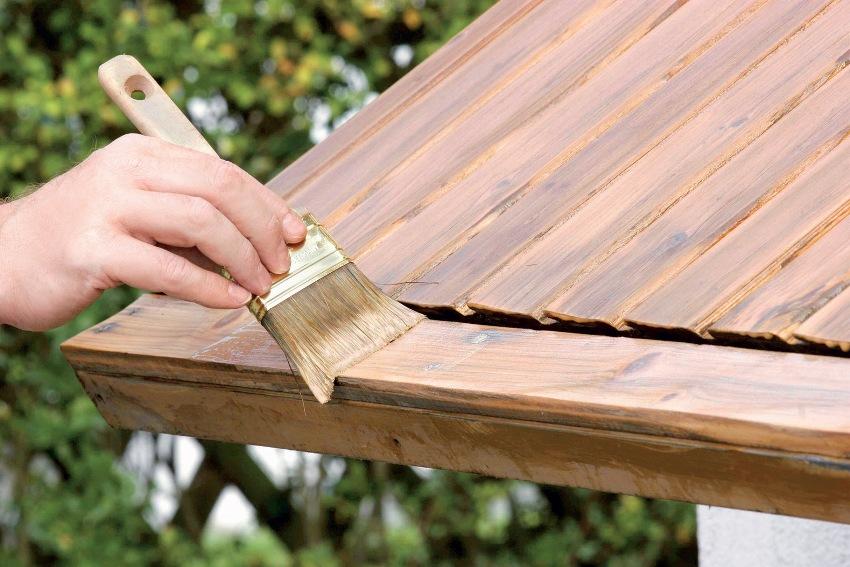 Наружные деревянные конструкции необходимо обязательно обрабатывать антисептическими составами