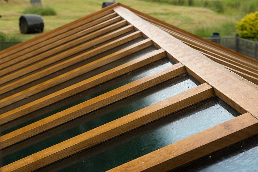 Внешние деревянные элементы подвержены влиянию влаги и ультрафиолетовых лучей, поэтому ннуждаются в защите