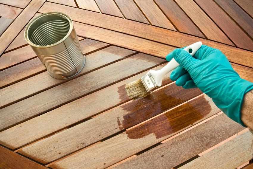 Существует много разновидностей антисептических составов для обработки древесины